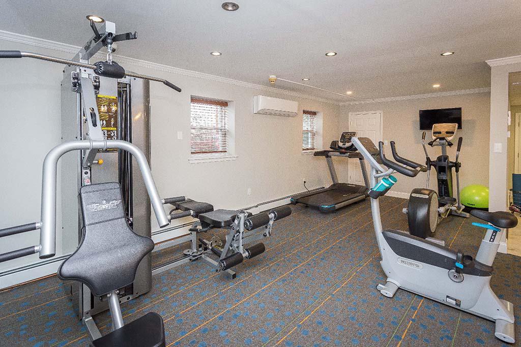 健身中心与运动设备在罗斯代尔法院bbin出租阿宾顿,宾夕法尼亚州