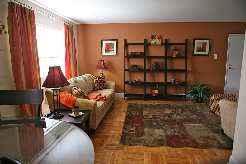沃灵顿 crossing apartments for rent in 沃灵顿, PA .宽敞的客厅和用餐区
