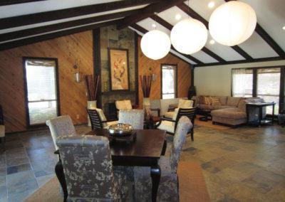 位于佛罗里达州坦帕市的石头河黑bbin新设计的俱乐部住宅,拥有充足的座位