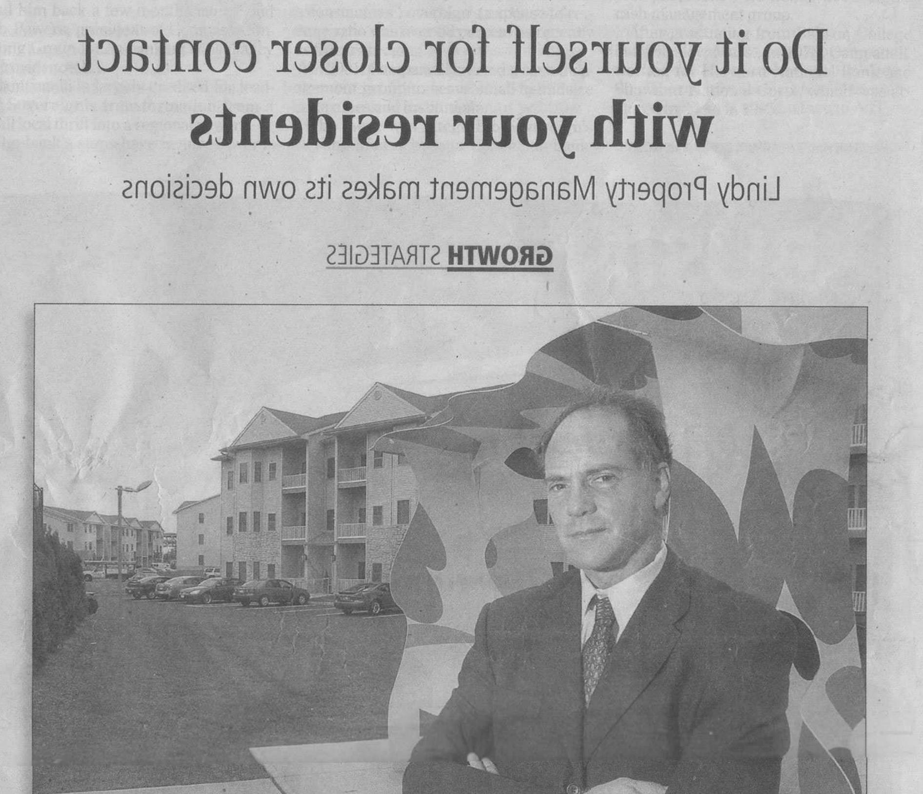 报纸上有一篇关于林迪物业管理公司的文章封面上有个男人在一栋出租bbin附近