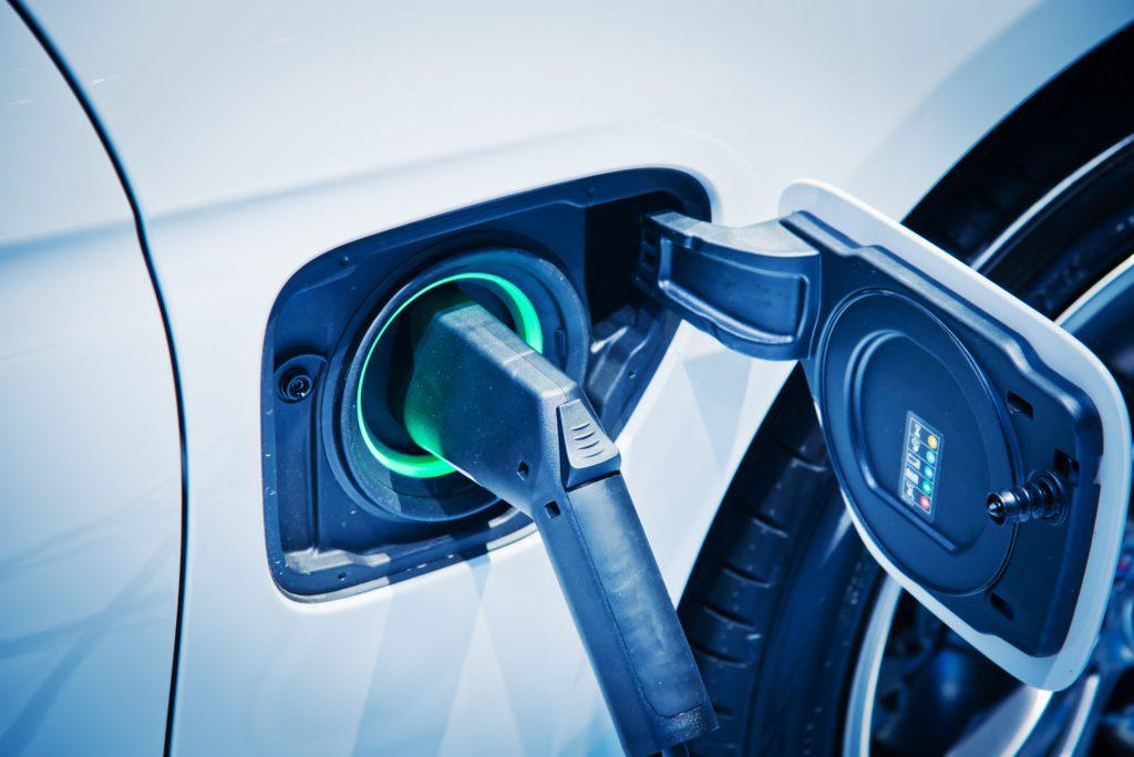 电动汽车charge-shutterstock_618517217-min