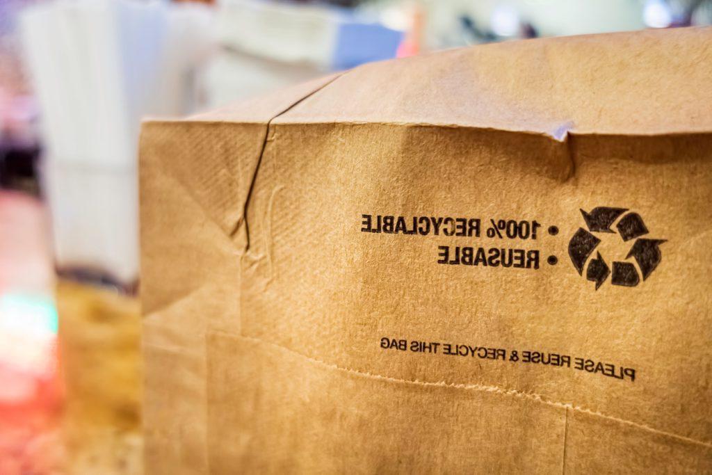 可回收的布朗bag-shutterstock_1506701819-min