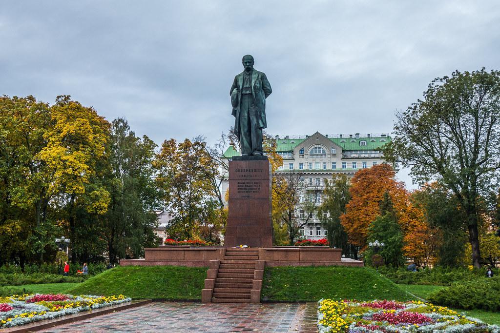 舍甫琴科公园的雕像