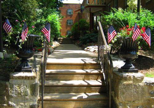 在费城Eola公园bbin出租的住宅大楼入口,宾夕法尼亚州