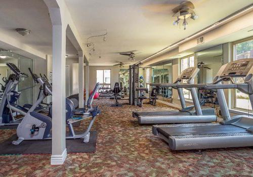健身中心与锻炼设备在约书亚之家bbin出租在费城,宾夕法尼亚州
