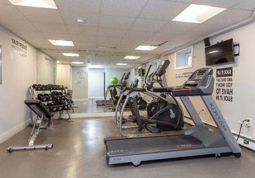 太通风的地方 apartment for rent in 费城, PA . Fitness center with exercise equipment . 太通风的地方 apartment for rent in 费城, PA