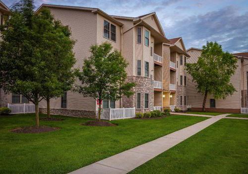 派克公园飞地的住宅建筑的外部视图bbin出租