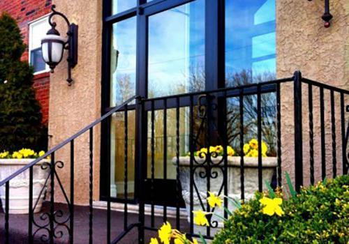 美国宾夕法尼亚州费城帕克公园的Gateway Towers住宅楼外观