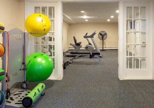健身中心与锻炼设备在Westgate Armsbbin出租在杰斐逊维尔,宾夕法尼亚州