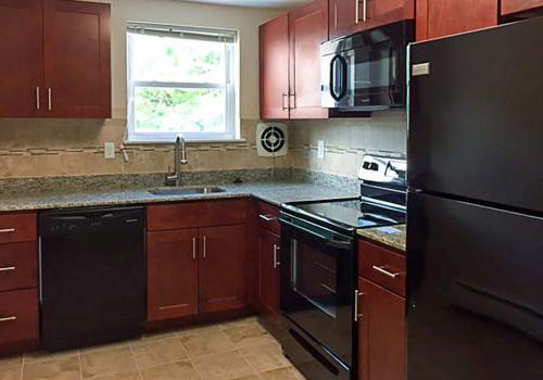 杰斐逊维尔Westgate Armsbbin的厨房,棕色橱柜和节能电器, PA