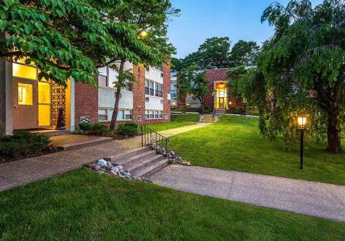 宾夕法尼亚州费城柳树弯bbin出租的住宅楼入口