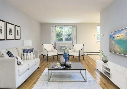 宾夕法尼亚州费城Eola Parkbbin的起居室,有沙发、椅子和电视