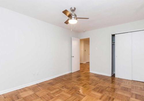 卧室有充足的壁橱空间, 硬木地板, 以及塞奇威克露台bbin的吊扇出租